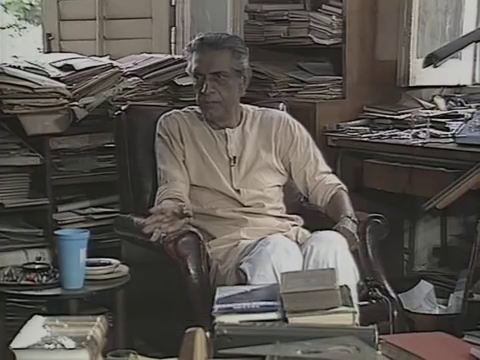 Сатьяджит Рай во время интервью французскому кинодокументалисту Пьер-Андрэ Бутану, 1989 год.