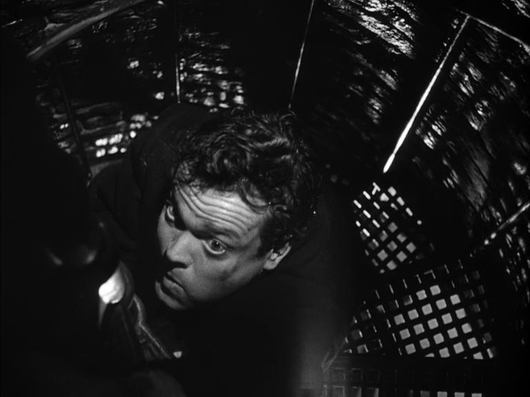 """Орсон Уэллс в фильме """"Третий человек"""". Режиссёр Кэрол Рид, 1949. Рейтинг фильма - 8,967, 166-е место в Золотой Тысяче."""