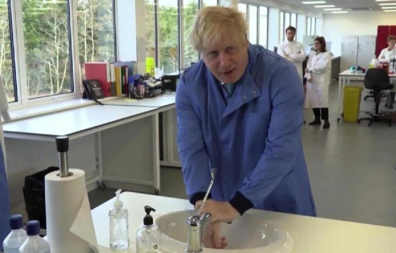 Премьер-министр Борис Джонсон лечится от Ковида