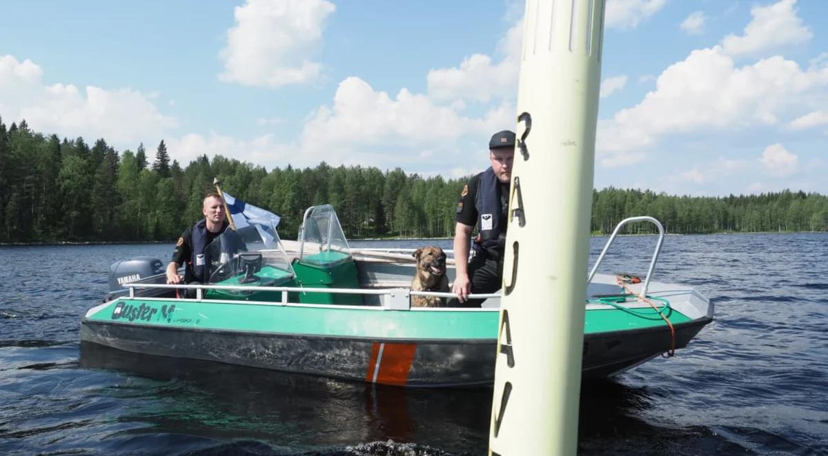 Финские пограничники проверяют буи. Фото: Ari Haimakainen / Yle