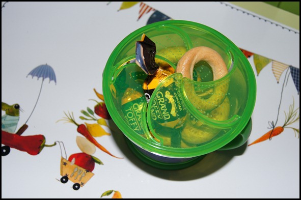 диспэнсер для снэков, контейнер для печенья, детское, автомобиль, самолет, с собой в дорогу, iherb.com, munchkin, фото, отзыв