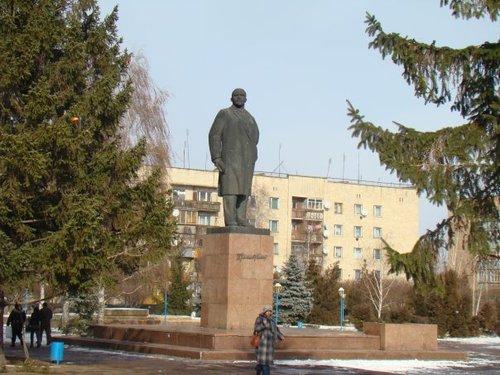 Ленин и теперь живее всех живых наше знамя и оружие