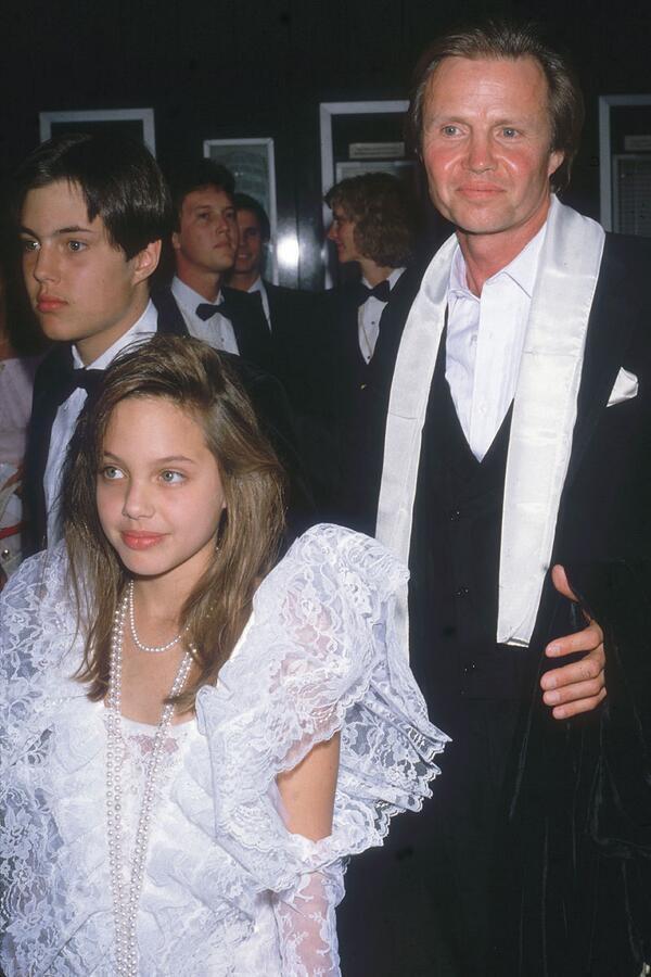 Jon_Voight_and_ Angelina_Jolie_1986.jpg