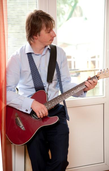 Алексей с гитарой