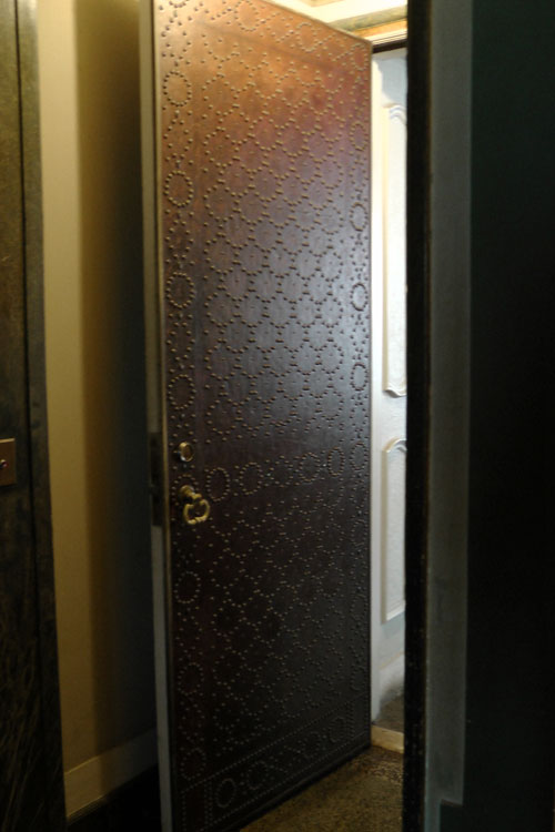 nailhead-door