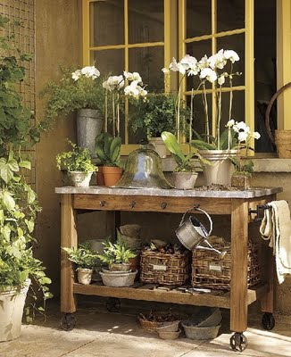 potting bench - gardening bench station - garden - pots - flowers - plants via pinterest5