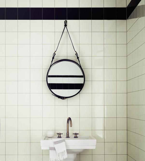 adnet_black_bathroom_300-dpi-600x668