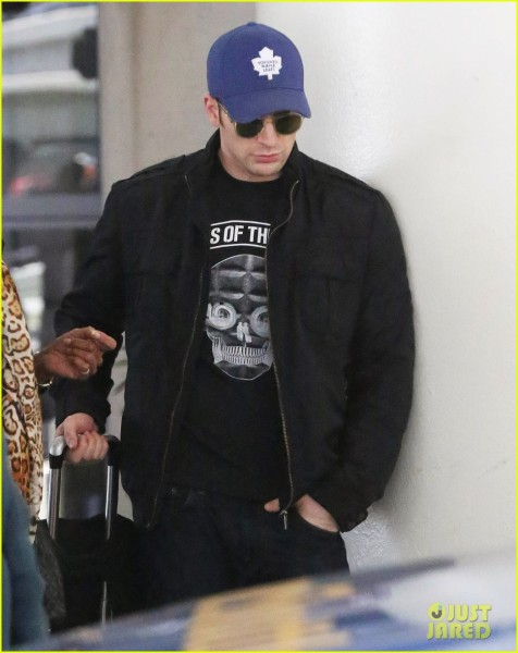 chris-evans-returns-from-london-looking-mighty-fine-02