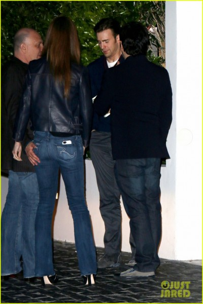 sandra-bullock-chris-evans-chelsea-handler-have-dinner-together-02