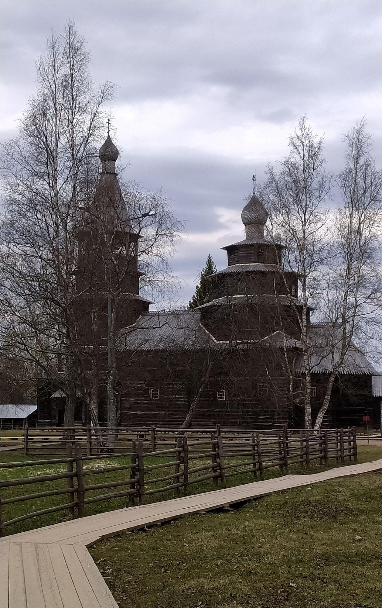 Деревянная церковь.