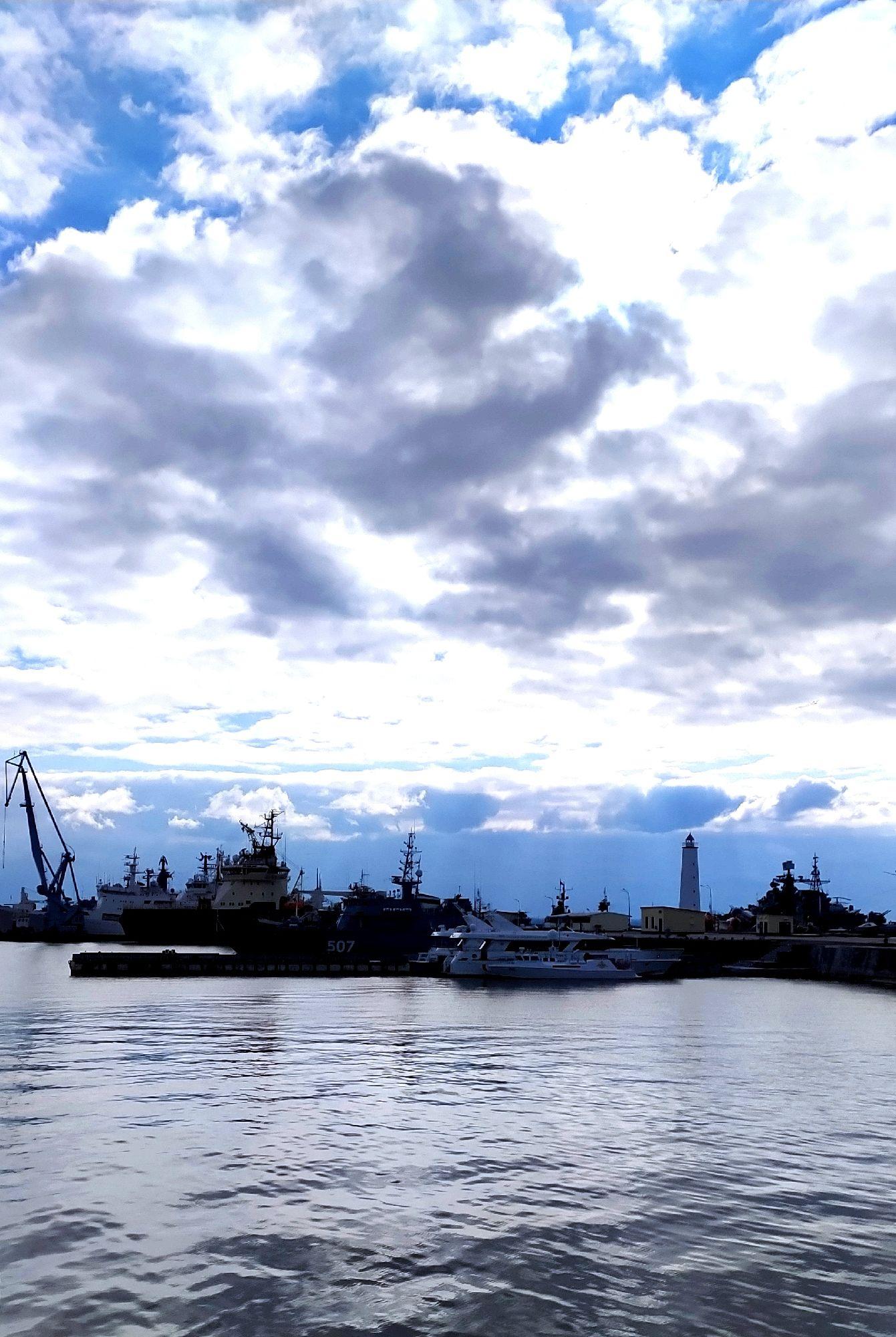 Корабли в Кронштадте.