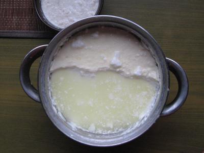 йогурт в кастрюле