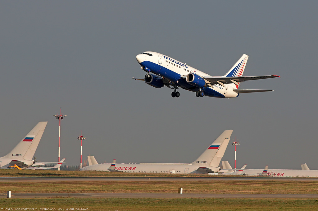 Sukhoi Superjet 100: Moskovia's pilot: What is Superjet for rookie