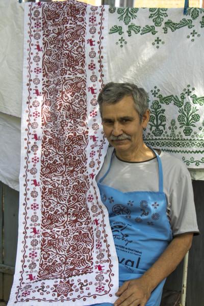 Ручна вибіка на тканині,авторськи роботи Володимира Маркар'яна