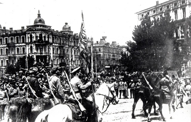 Red_army_in_Kiev,_1920