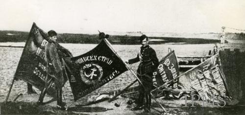 красноармейские знамёна после битвы под Варшавой