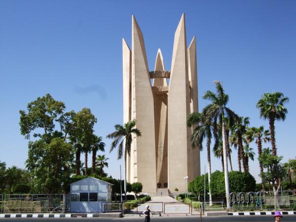 Памятник на Асуанской Плотине