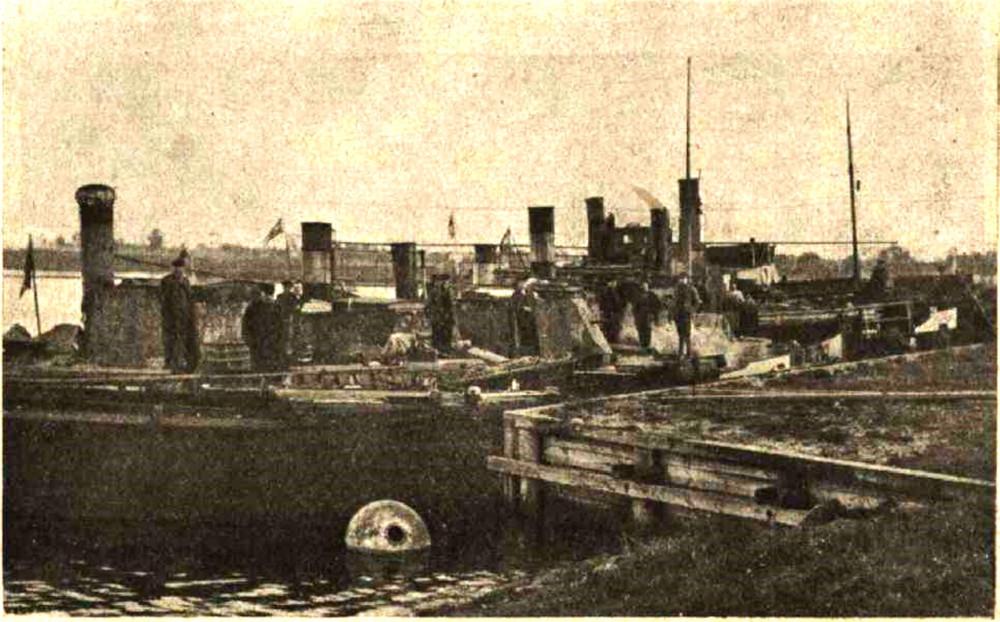 Tvaikonits Rīga pārceļ desantu ie Daugavgrīvas