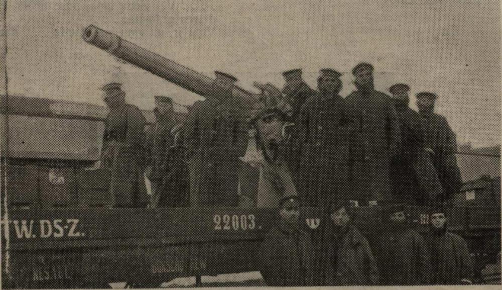 Angļu jūrnieki uz bruņota vilciena palīdzot aizstāvēt Rīgu Bermonta uzbrukuma laikā.
