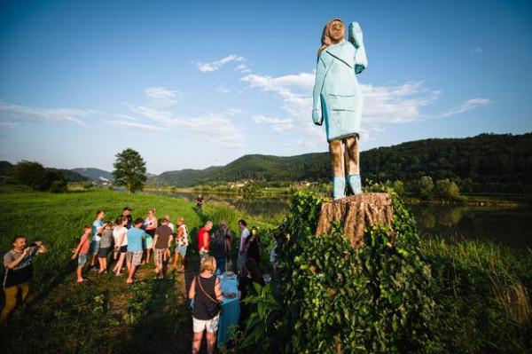 Melania Statue.jpg