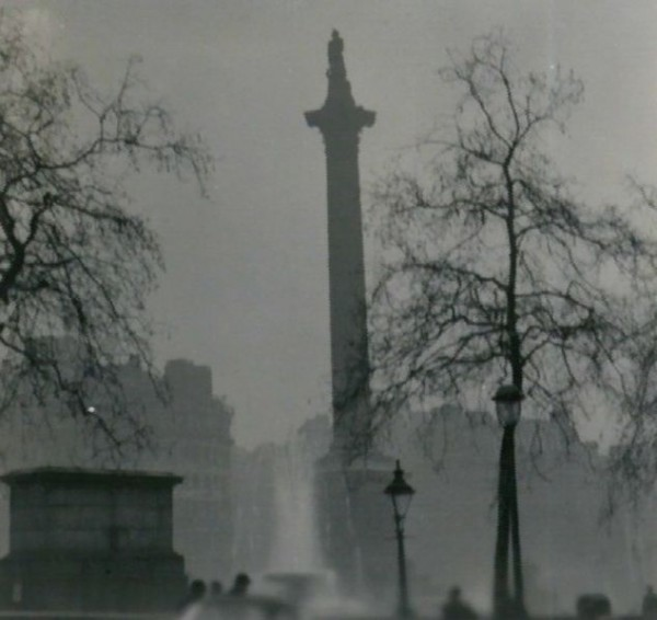 634px-Nelson's_Column_during_the_Great_Smog_of_1952-2