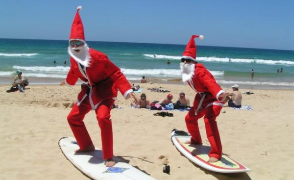 santas_surfing-christmas-in-australia-a-five-week-summer-holiday-season