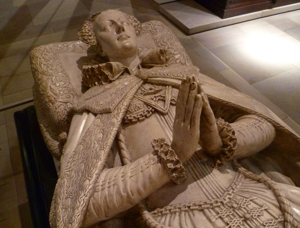 1024px-Tomb_effigy_of_Mary,_Queen_of_Scots_(copy)