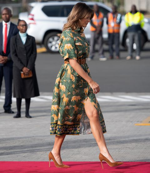 first-lady-melania-trump-walks-to-board-her-military-news-photo-1046303970-1539051871.jpg
