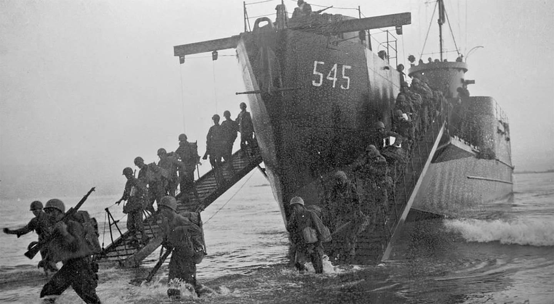 Вторая мировая война закончилась без вторжения в Японию. Атомные бомбардировки и советское наступление в Маньчжурии сломили волю самураев к сопротивлению. Но что, если бы верх всё же взяли фанатичные сторонники продолжения войны «до последнего японского солдата»?