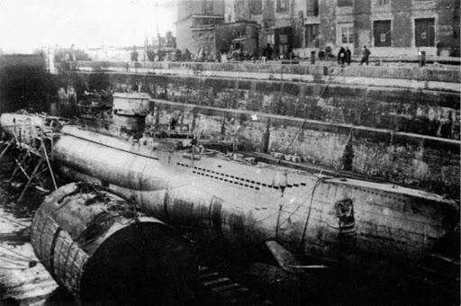 Трофейная U-250 в доке Кронштадта.