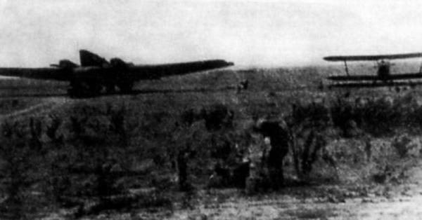 Телемеханический ТБ-1 (слева) и У-2 (справа) в Гумраке.