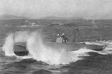 Уникальный кадр - торпедный катер волнового управления на ходу.