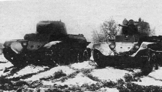ВОЗМОЖНО телетанк ТТ-БТ-7 (слева) и танк управления (справа)