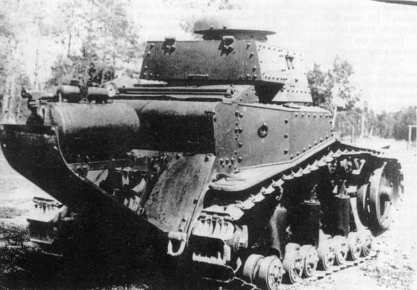 """Телетанк ТТ-18 с аппаратурой химического распыления на """"хвосте""""."""