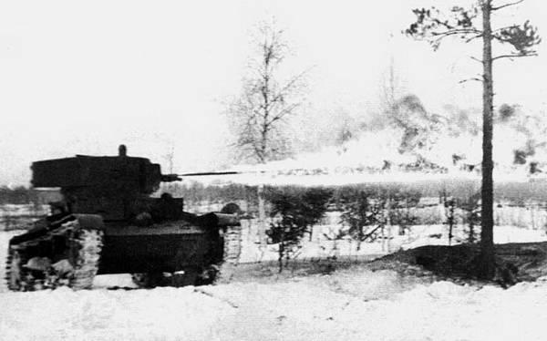 ХТ-26 ведет огнеметание.