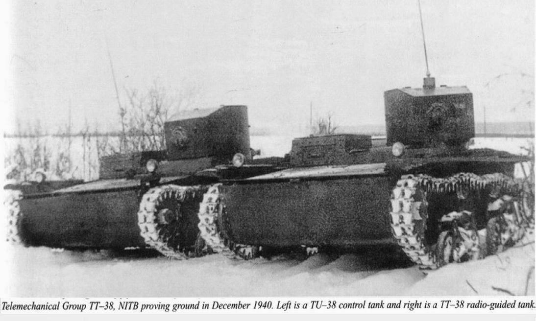 Танк управления и телетанк на основе ТТ-38 на испытаниях.