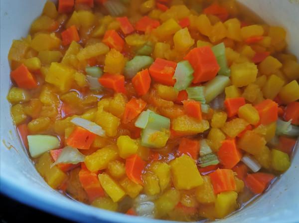 Тыквенный суп с морковкой и сельдереем