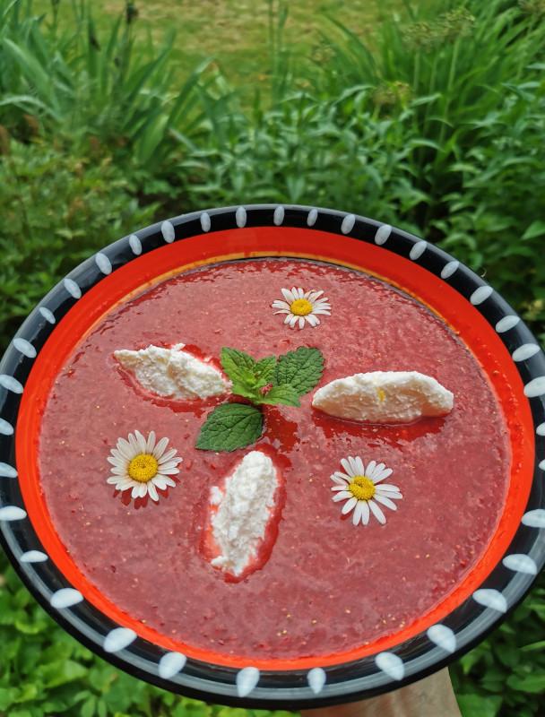 Клубничный десерт с лёгкой ноткой рислинга и маскарпоне