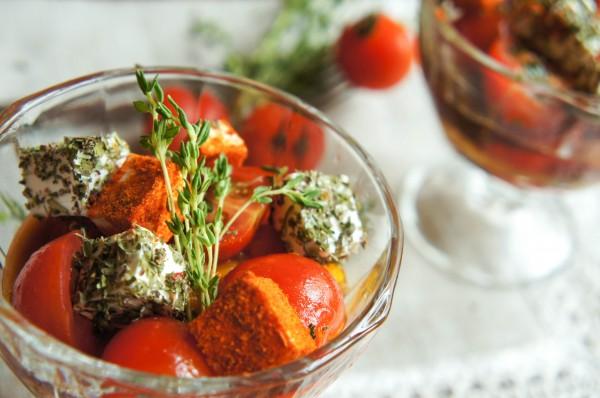 Салат из запеченных перцев с томатами-черри и сыром фета