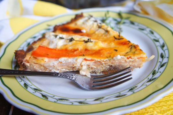 Тарт с морковью, яблоками и козьим сыром