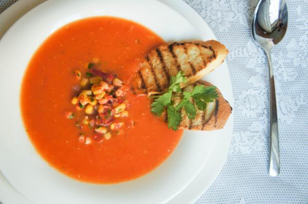 Горячий томатный суп с кукурузной сальсой_2