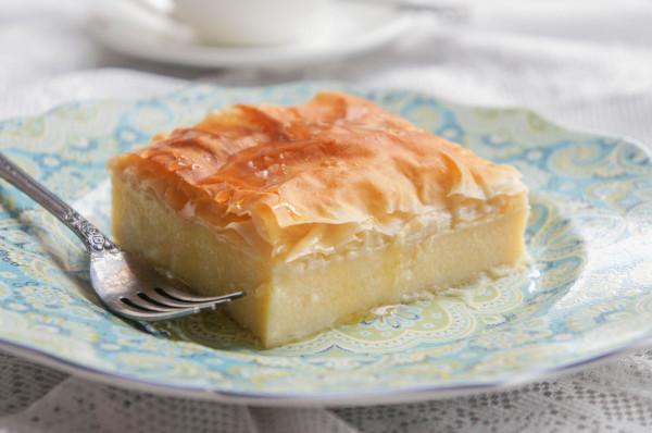 Греческий пирог из теста фило с нежным молочным кастардом