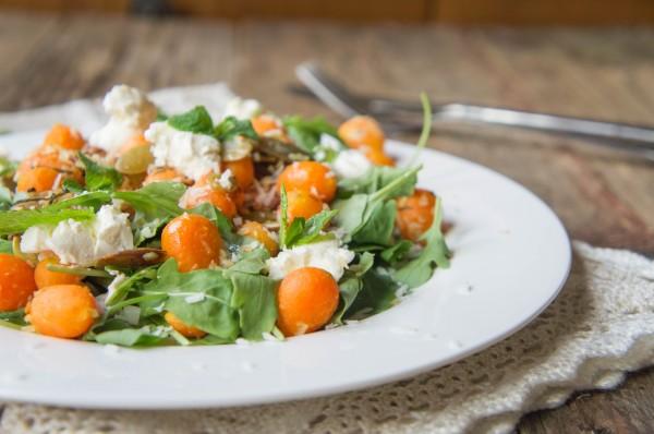 Салат с морковью, запеченной в кокосовом молоке и с кокосовой стружкой_1