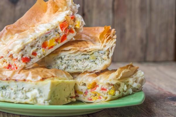 Уютный греческий пирог из теста фило с двумя вариантами начинки