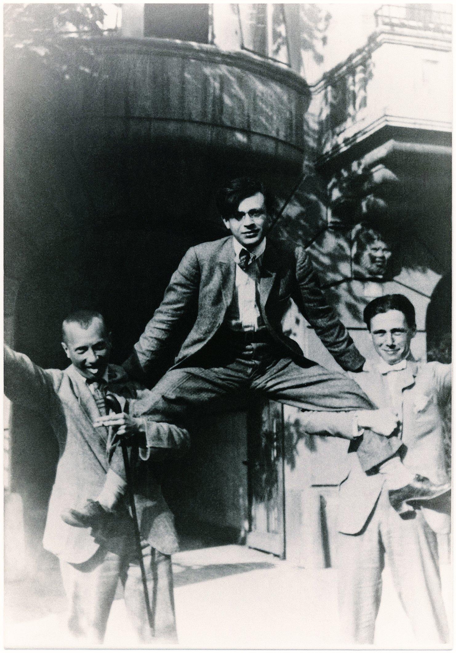 Основоположники дадаизма. Ханс Арп, Тристан Тцара, Ханс Рихтер. 1918 год. Цюрих.