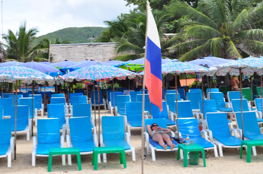 Флаг России на пляже в Таиланде