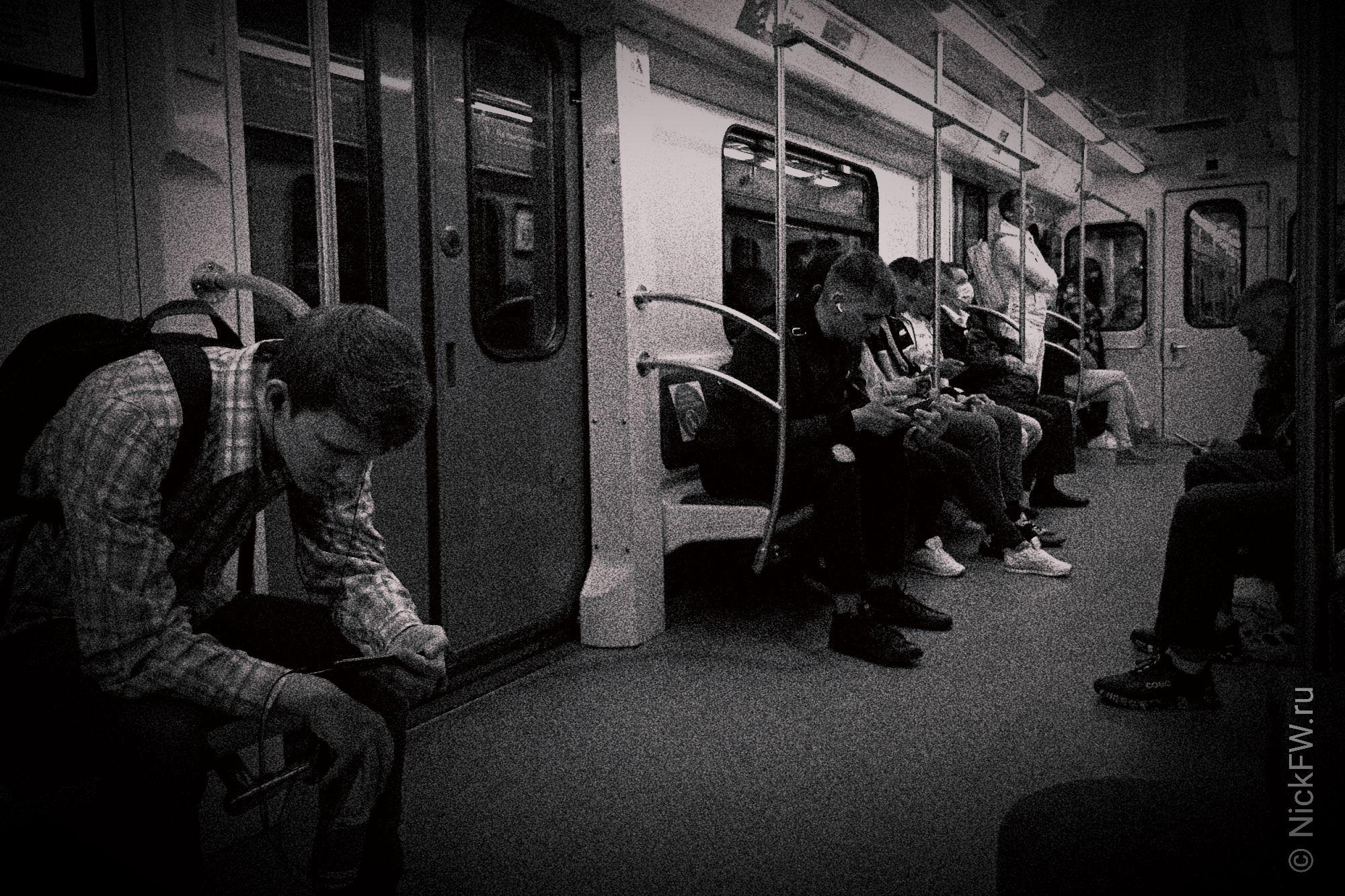 Человеки в метро... © NickFW.ru - 30.05.2021г.