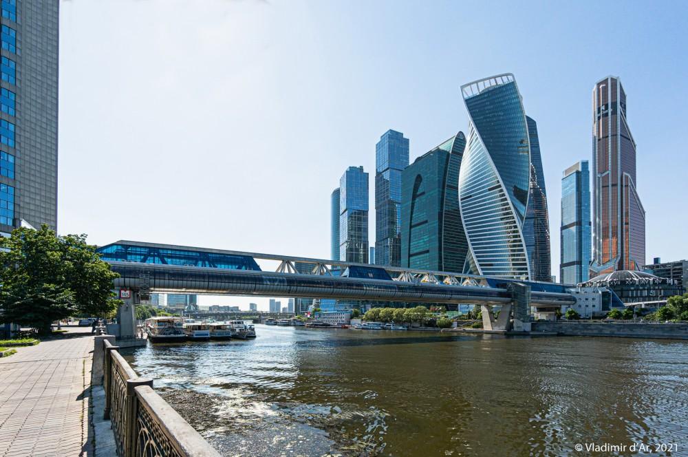 """Мост """"Багратион"""" и высотный комплекс Москва-Сити — фото © vladimirdar.livejournal.com"""