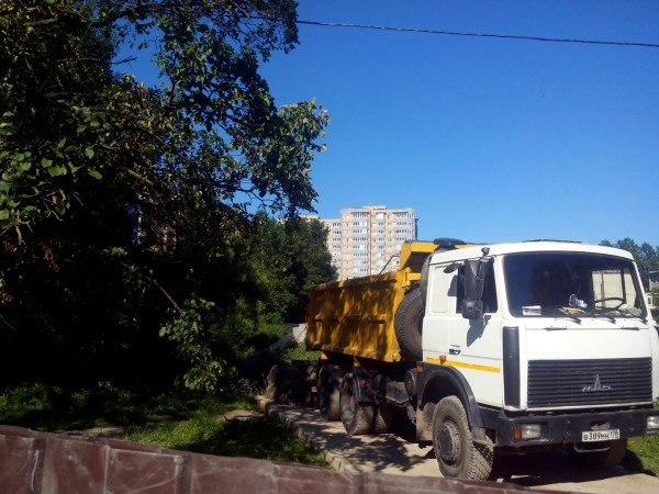 Подвоз мусора для засыпки пруда 6 июля