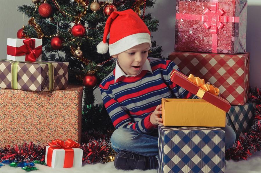 Как дети открывает подарок 628